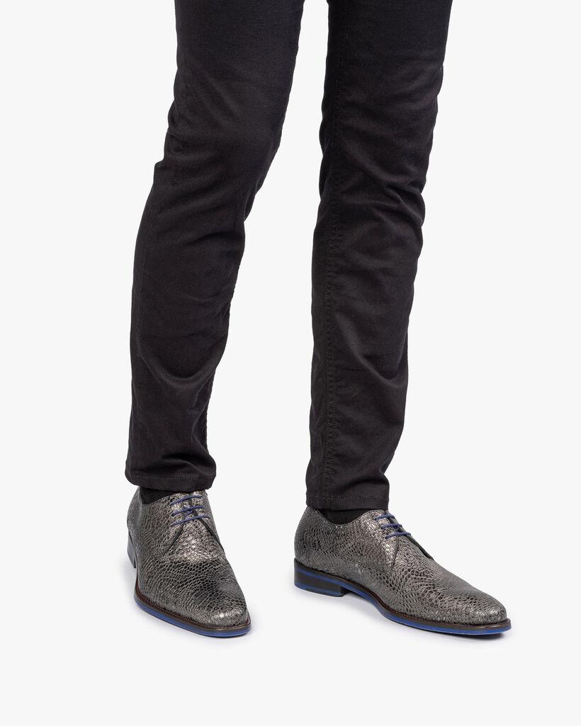 Lace shoe metallic grey