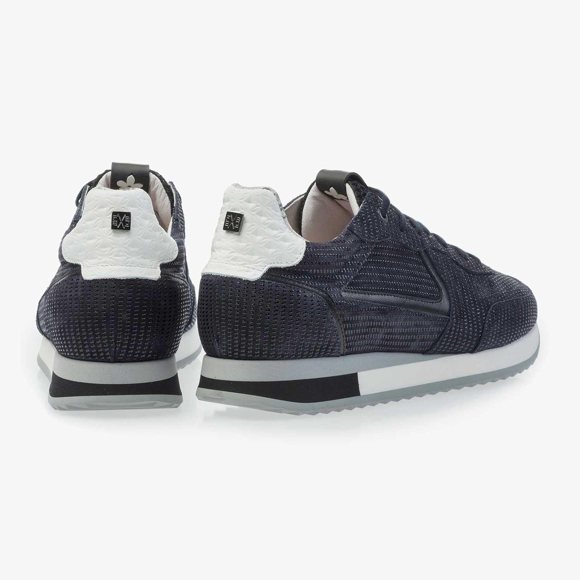 Donkerblauwe kalfssuède sneaker met print