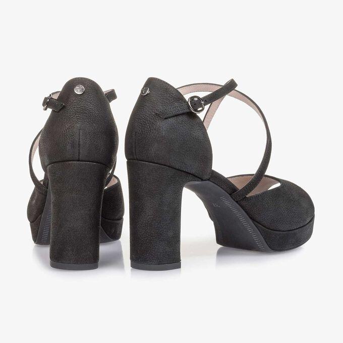 Zwarte nubuckleren sandaal met hak met structuur