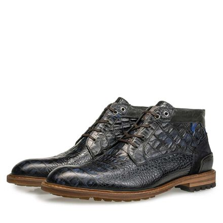 Leather lace boot with profile sole