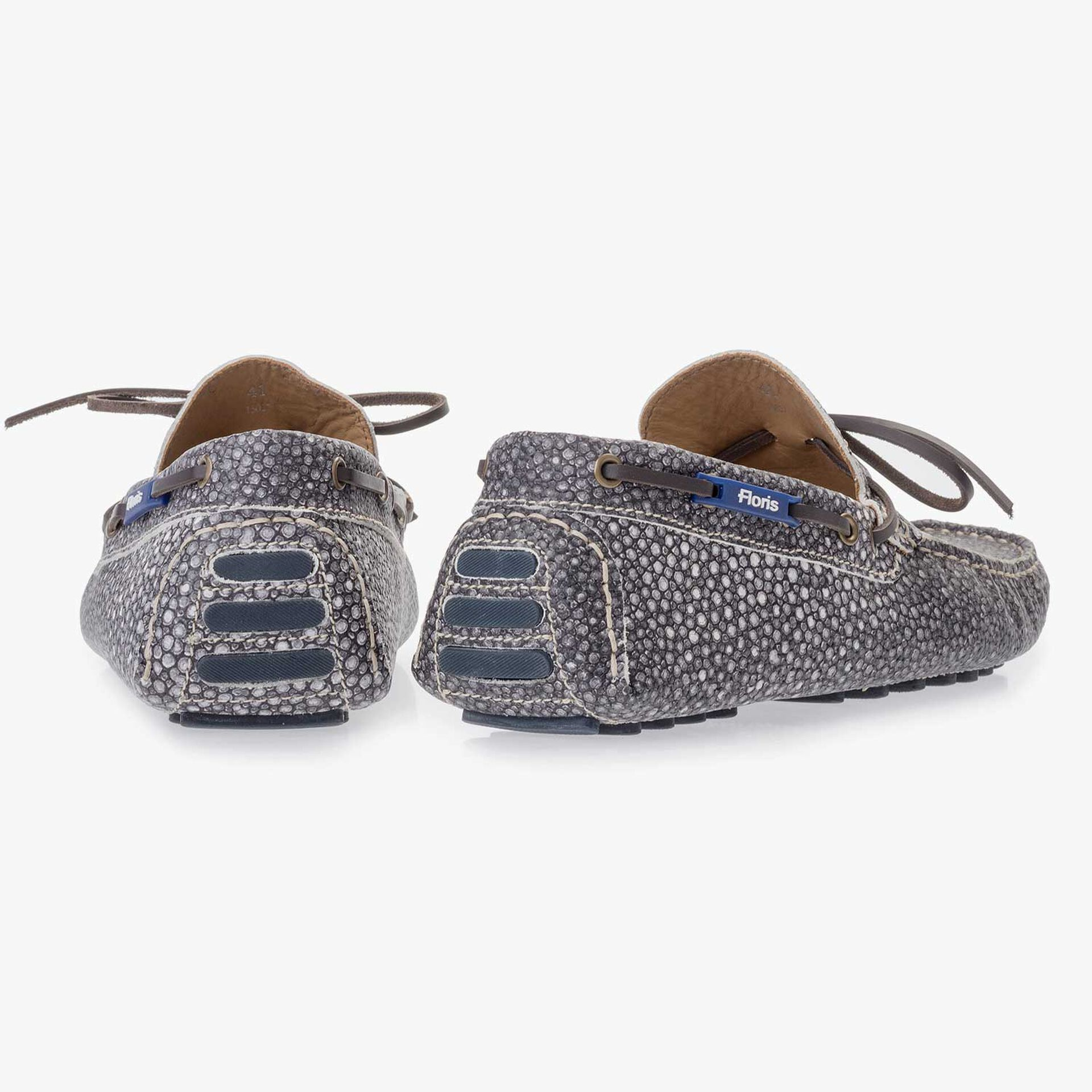 Grey moccasin with rye pattern