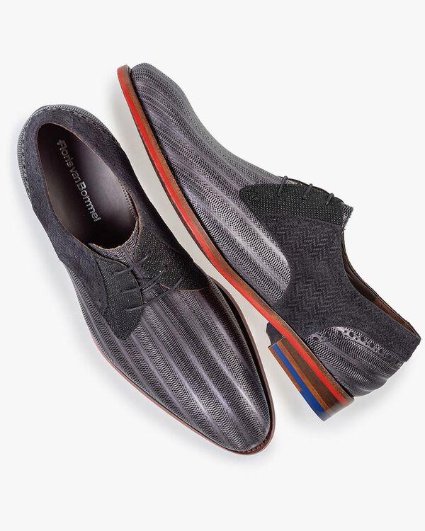 Lace shoe metallic black