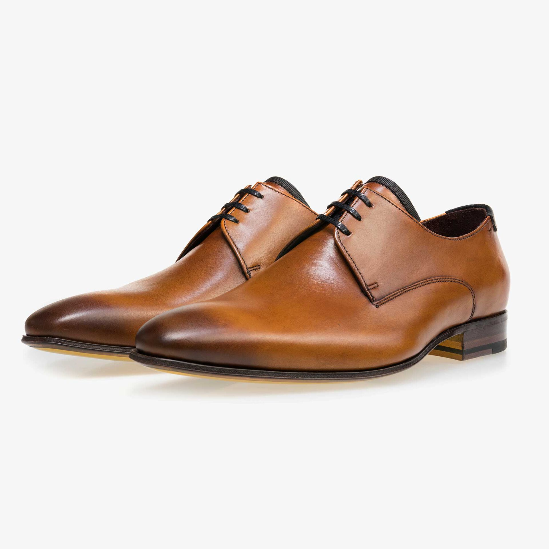 Cognac-coloured calf's leather lace shoe