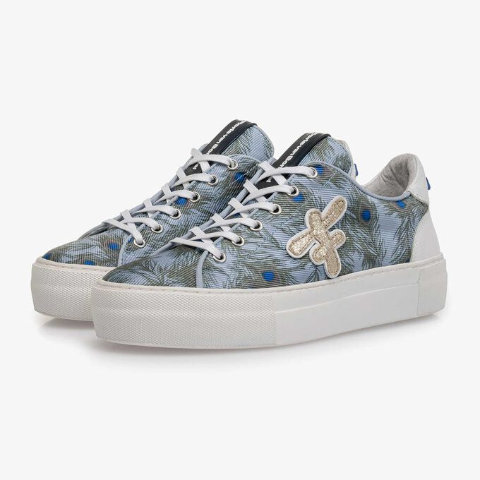 Light blue suede sneaker with fabric parts