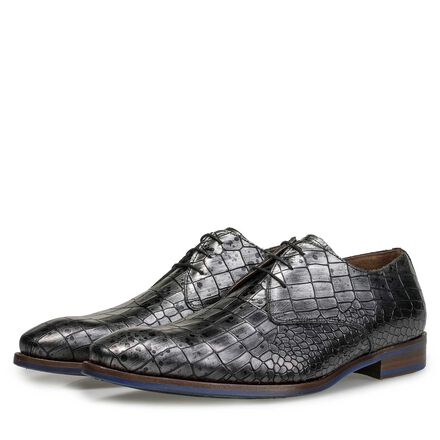 Leather lace shoe with croco print