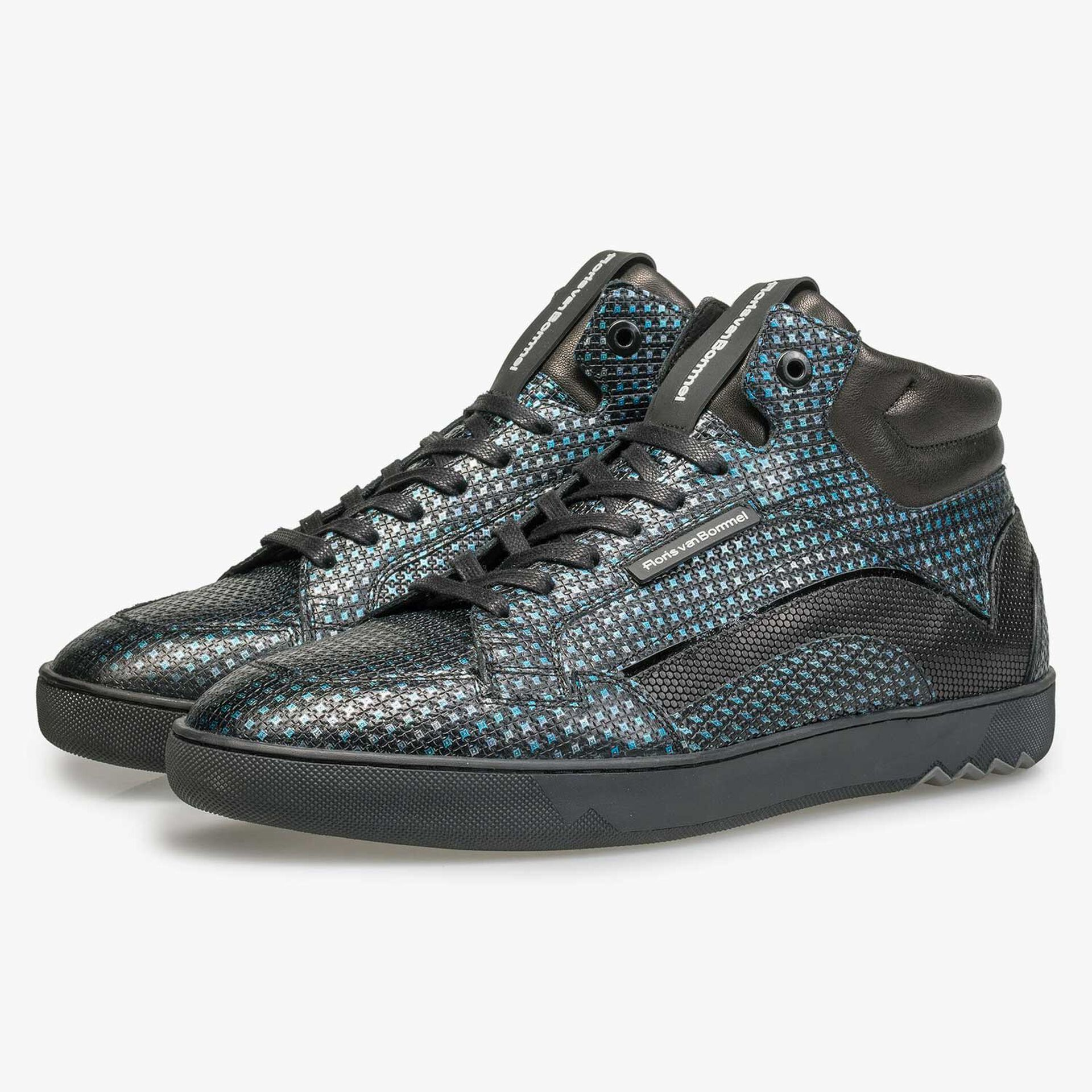Blue sneaker with metallic print