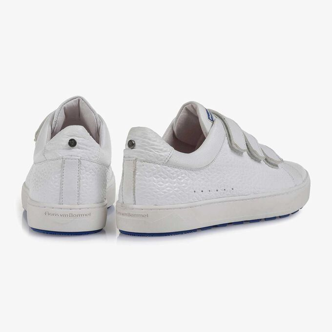 White slightly structured leather sneaker