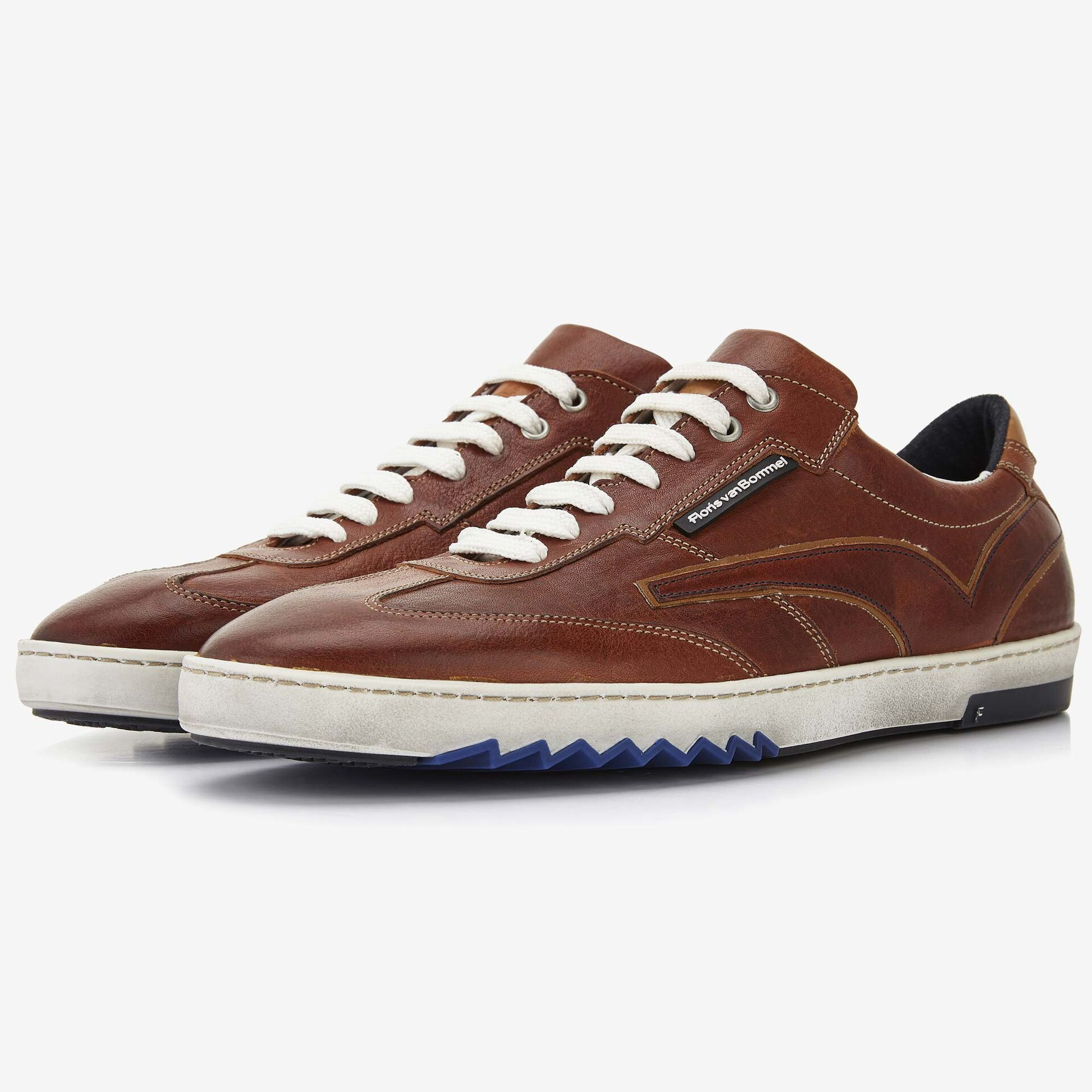 Cognackleurige leren sneaker