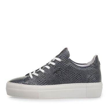 Sporty lace shoe
