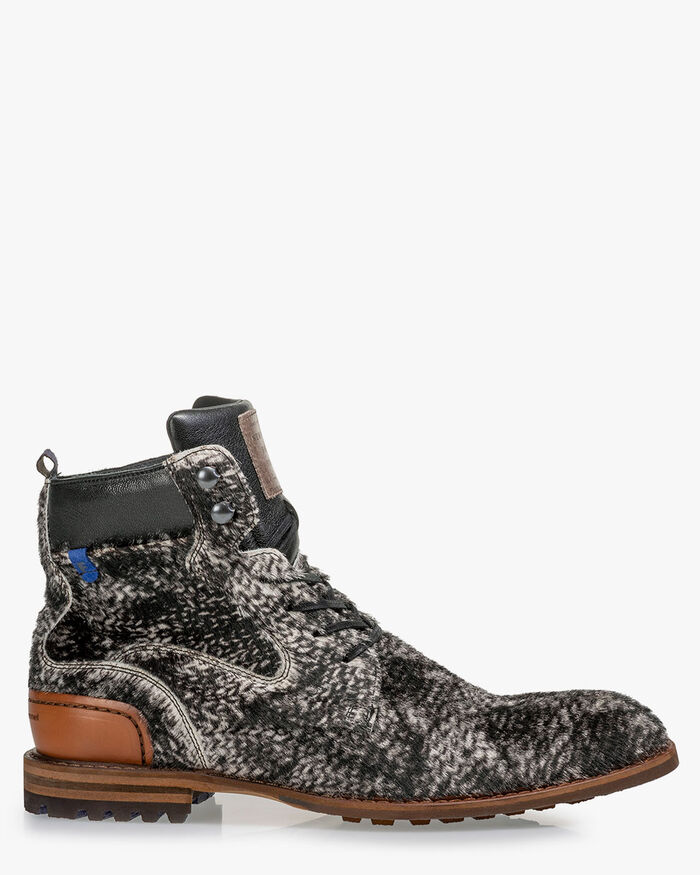 Lace boot pony off-white