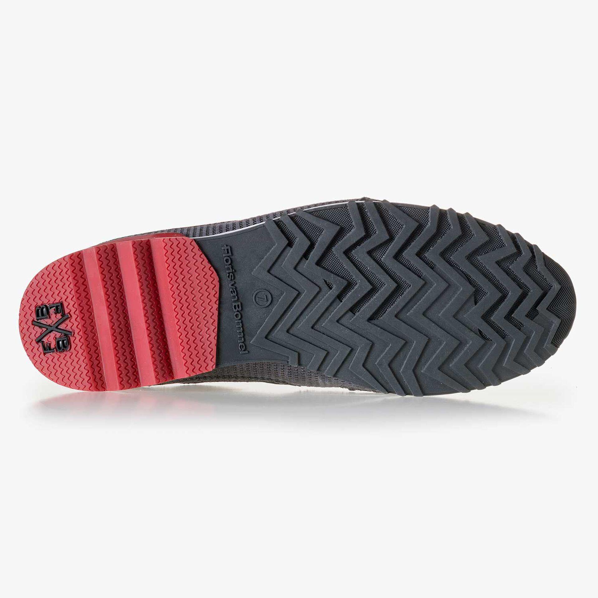 Donkergrijze suède sneaker met print