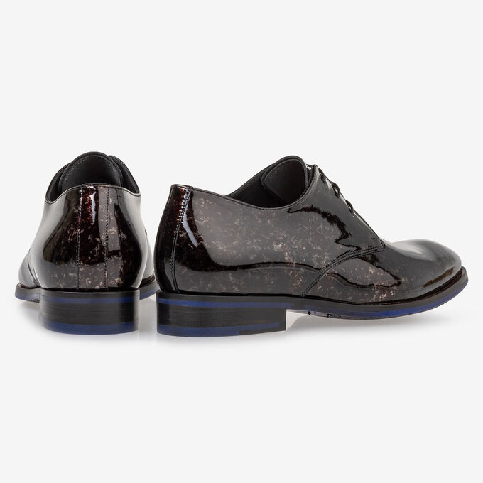 Lace shoe grey patent leather
