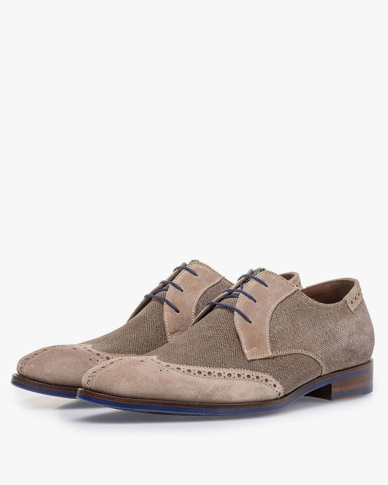 Sand-coloured suede leather lace shoe with print
