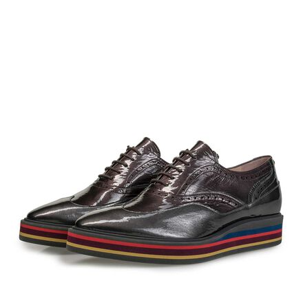 Patent leather lace shoe with multi-coloured sole