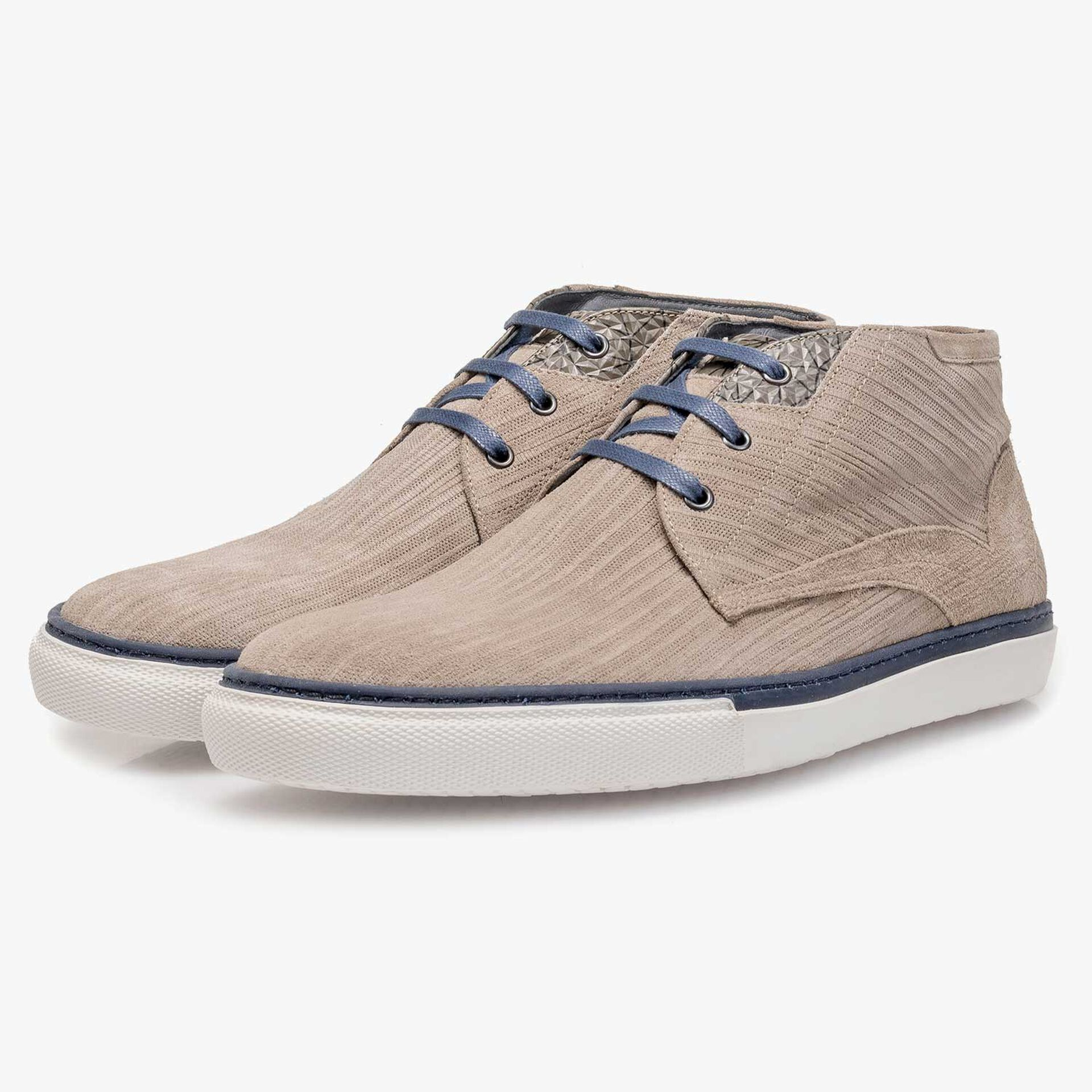 Taupe-coloured calf suede leather lace shoe