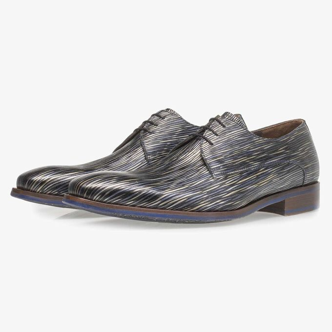 Dark blue lace shoe with striped metallic print