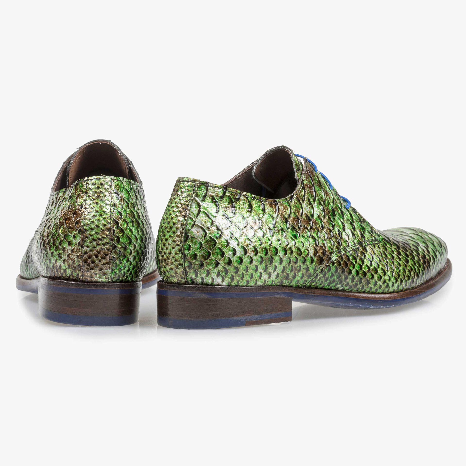 Groene lakleren veterschoen met snakeprint