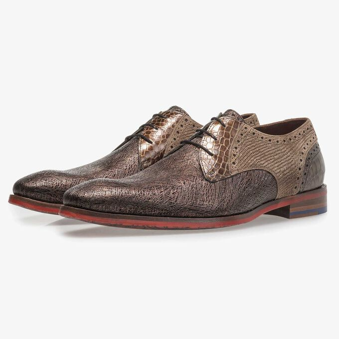 Brown leather lace shoe with metallic print