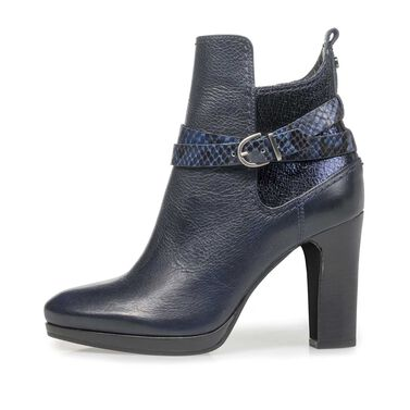 Ankle boots with platform sole
