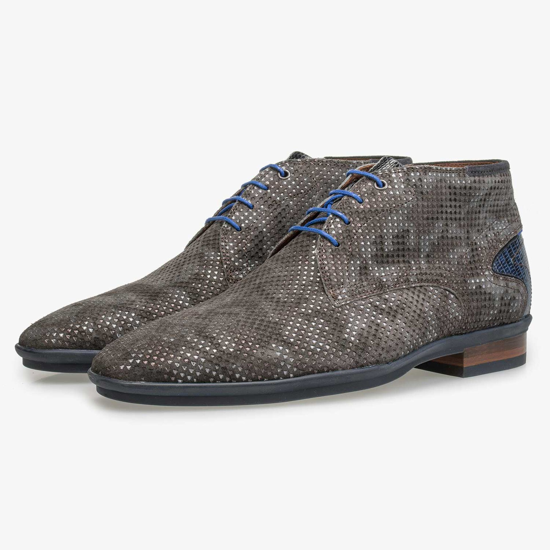 Mid-high brown patterned lace shoe