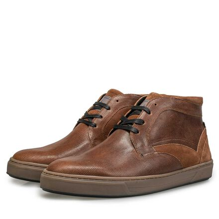 Lined, mid-high calf's leather shoe