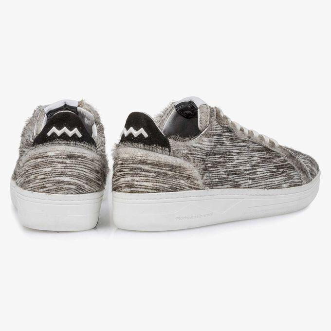 Premium off-white ponyhair sneaker met strepen
