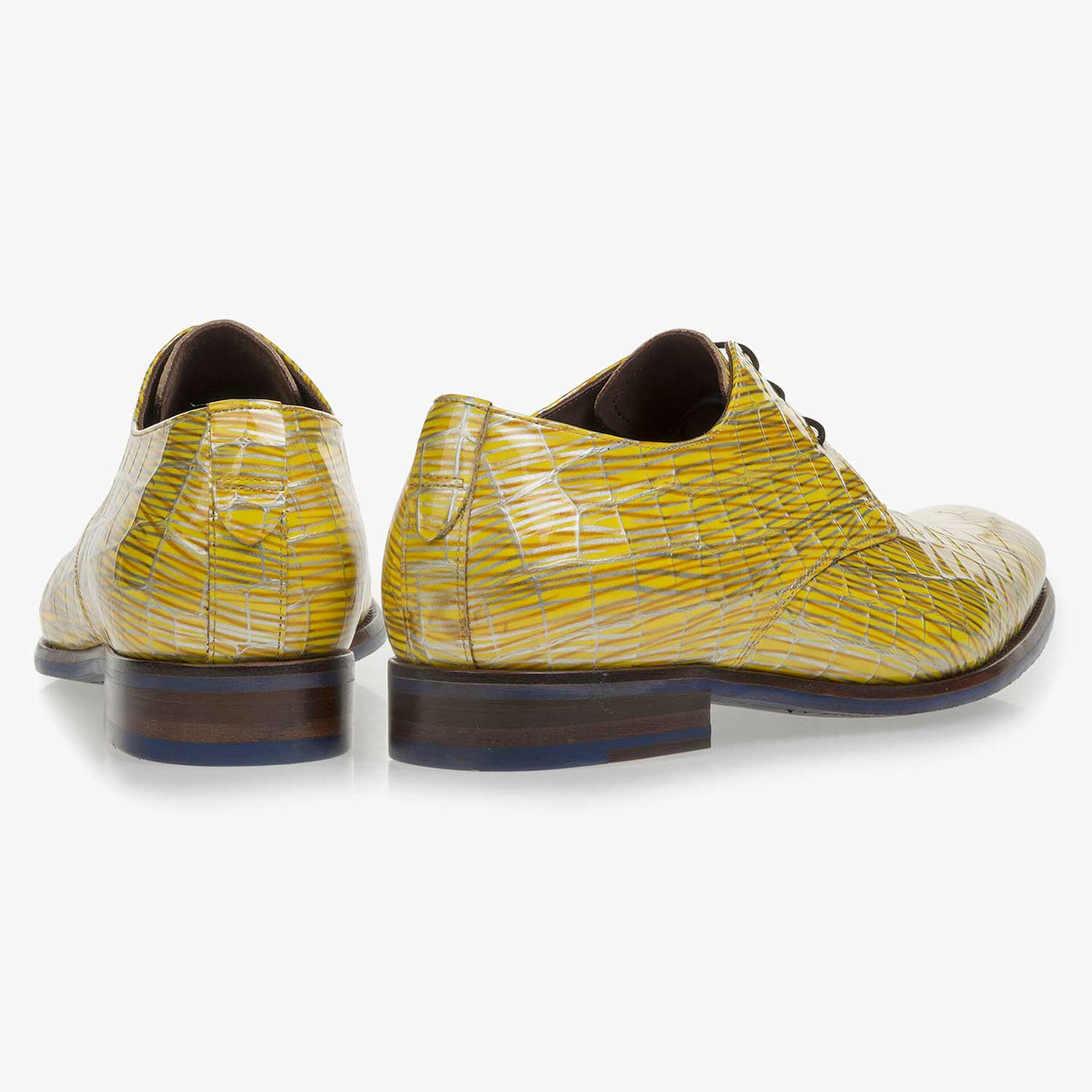 Yellow patent leather lace-shoe with print
