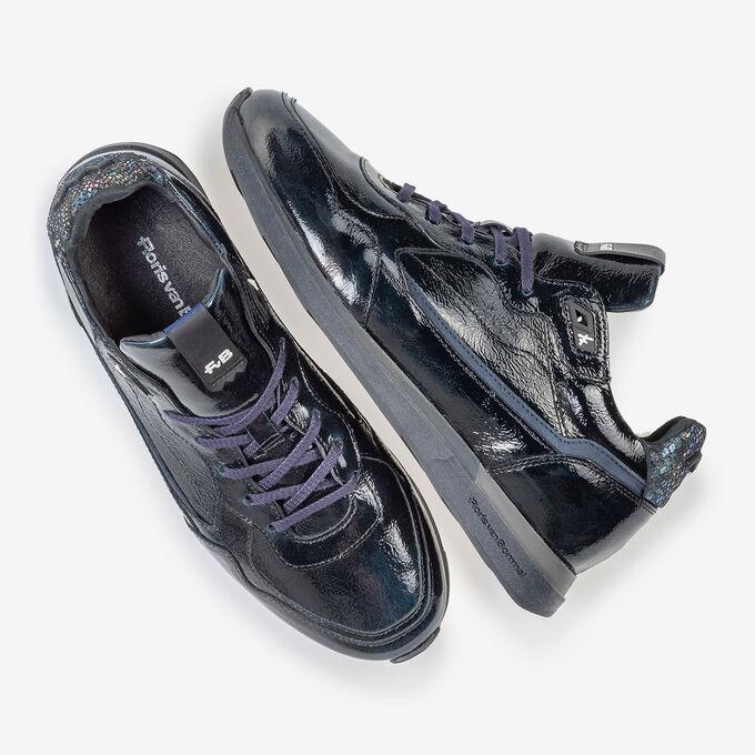 Sneaker blauwe lakleer