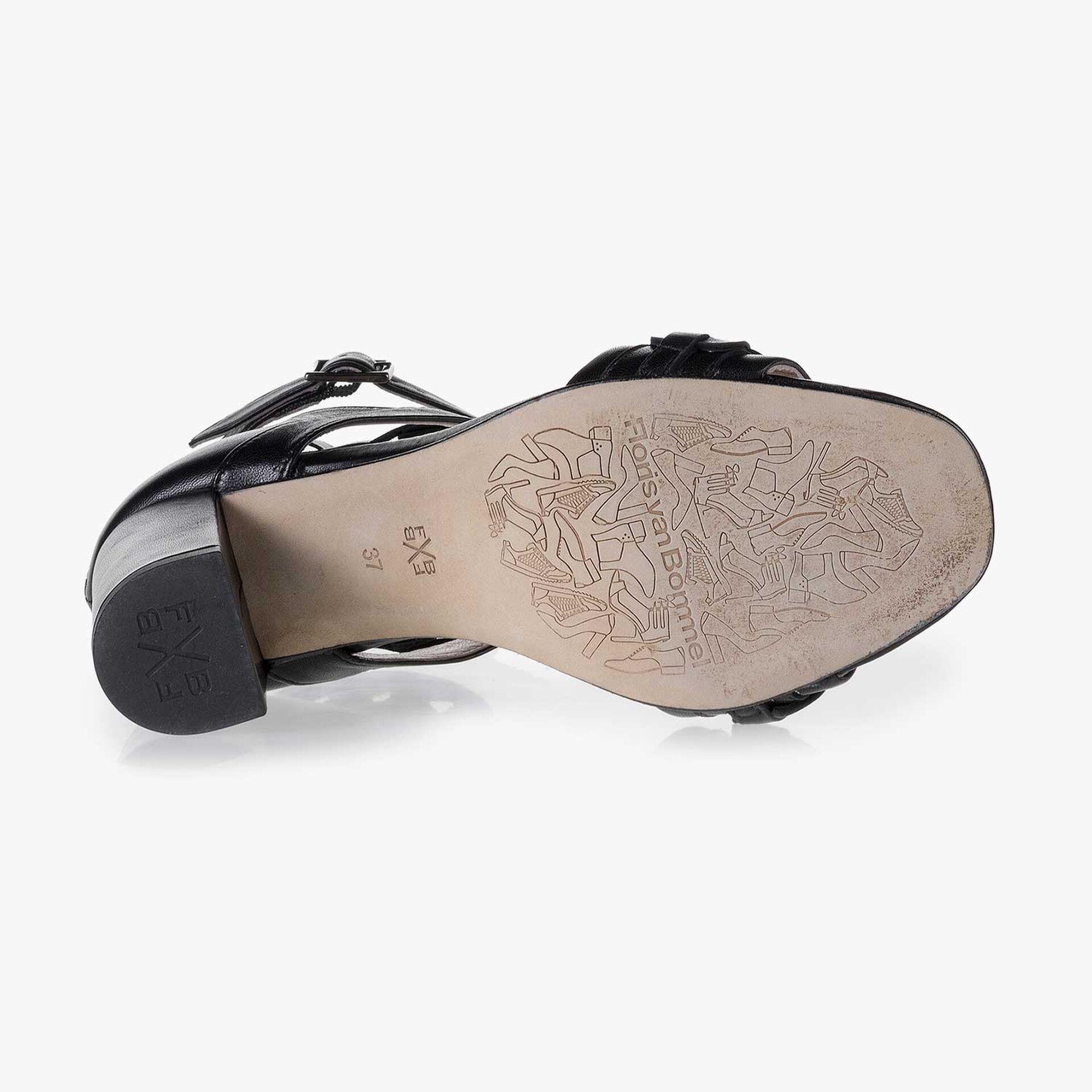 Zwarte leren sandaal met gesp