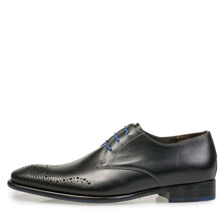 Brogue lace shoe made of leather