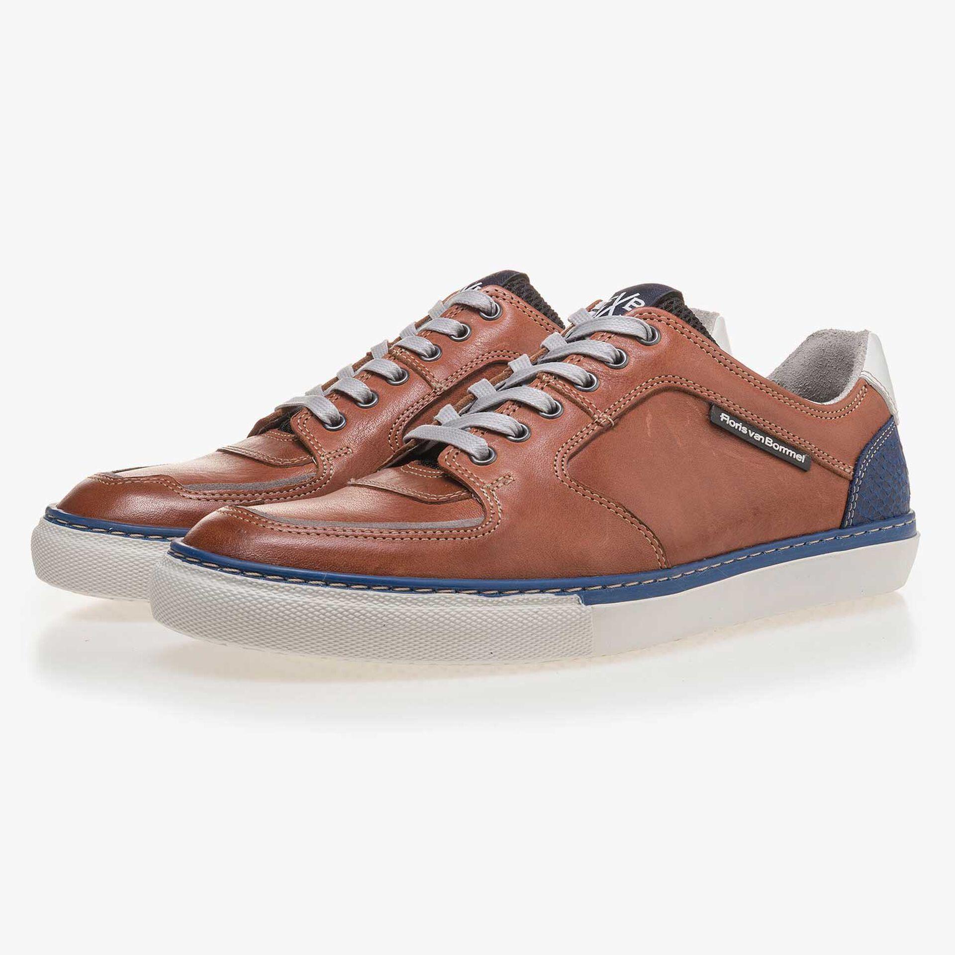 Cognackleurige sneaker van kalfsleer