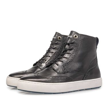 Mid-high leather sneaker