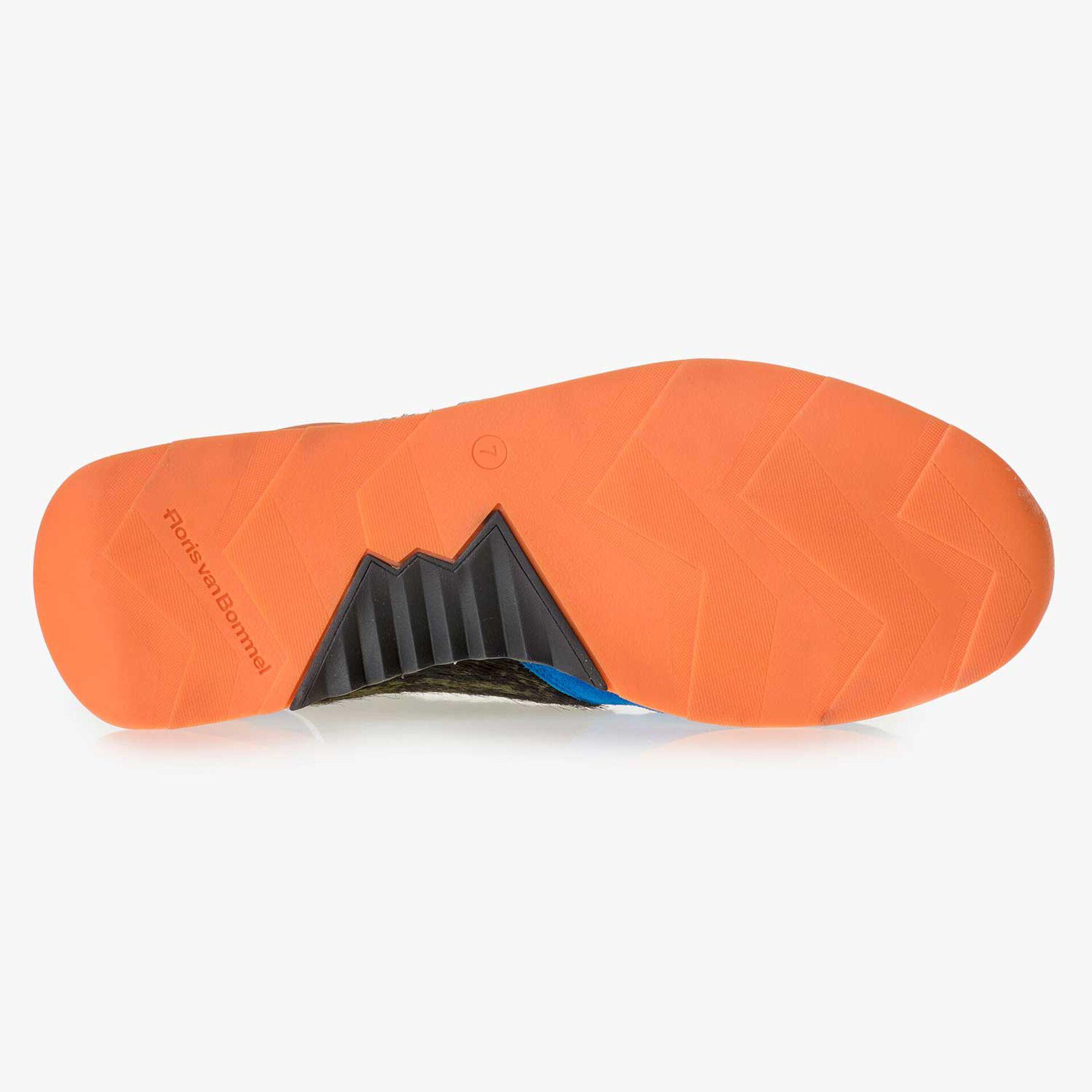 Premium blauwe suède sneaker met gekleurde accenten