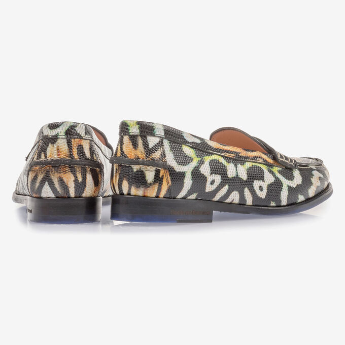 Black leather loafer with orange-coloured print