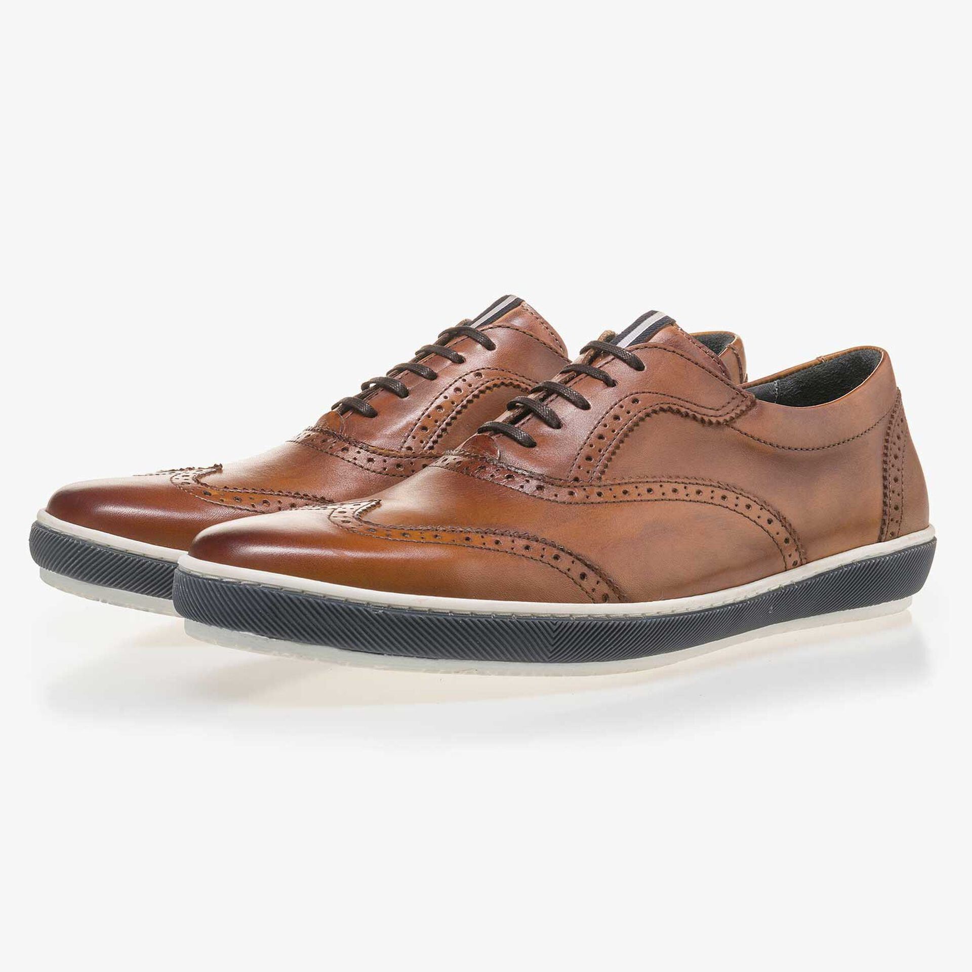 Cognac-coloured brogue leather sneaker