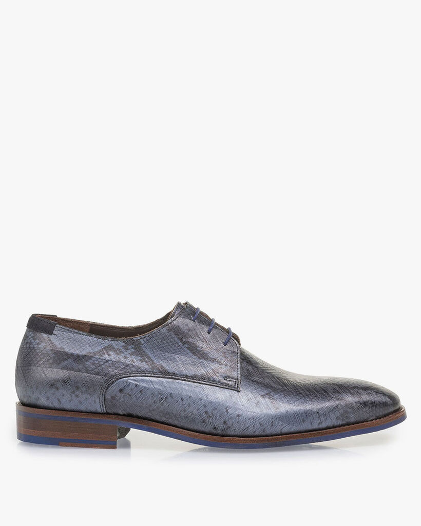 Blue lace shoe with snake print