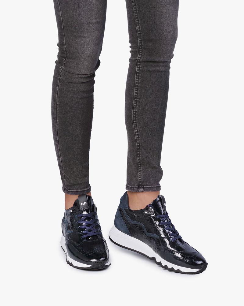 Blauwe lakleren sneaker