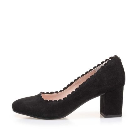 Pumps with round toe cap