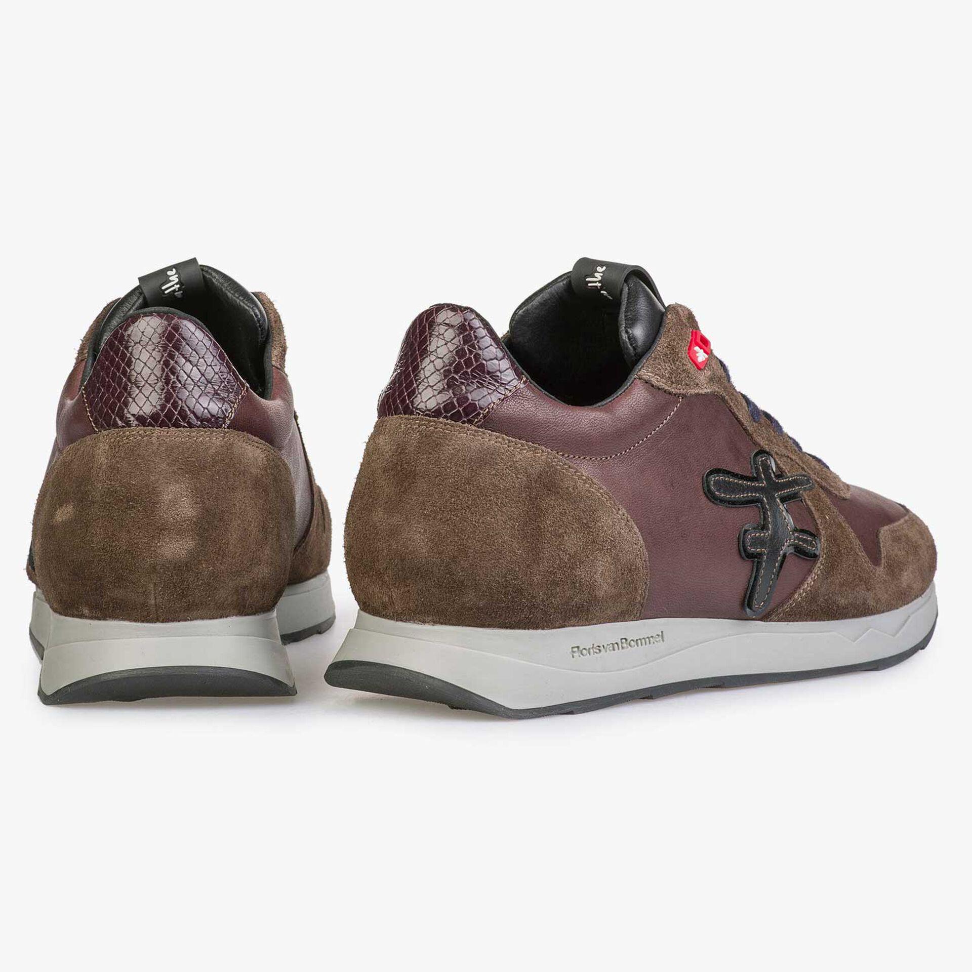 Bruine leren sneaker met belijnde F
