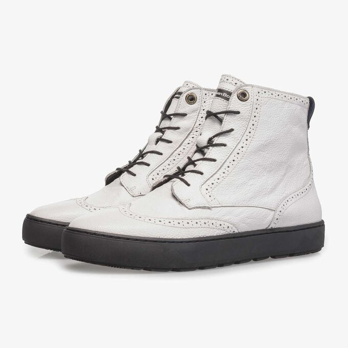 Witte halfhoge sneaker van structuurleer