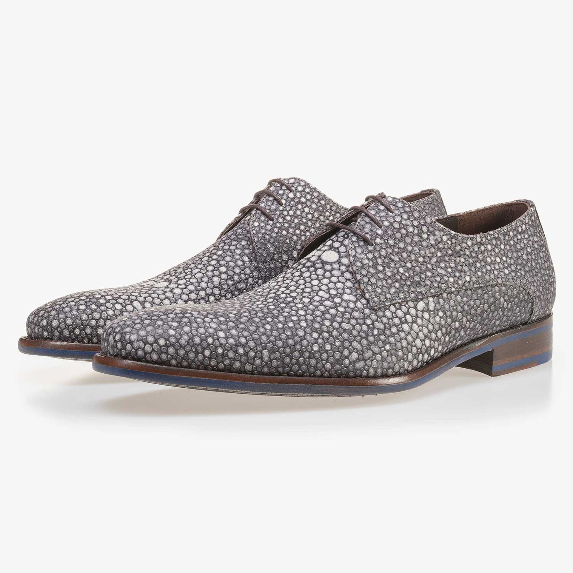 Grey leather lace shoe with pattern