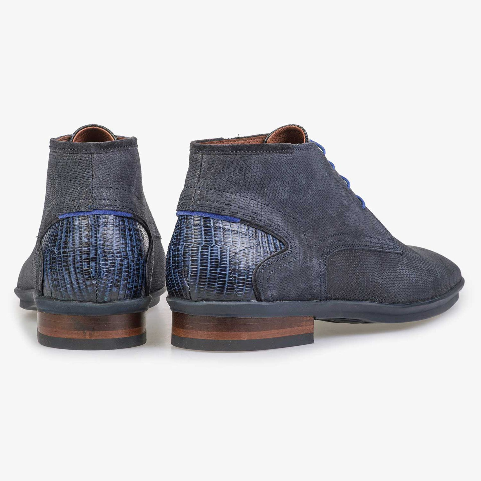 Blue nubuck leather lace shoe with structural print