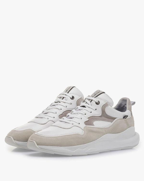 Witte sneaker met off-white suède