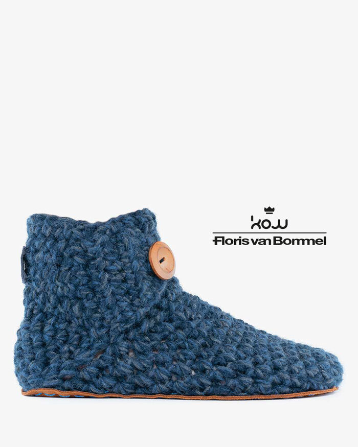 Kingdom of Wow home slippers blue