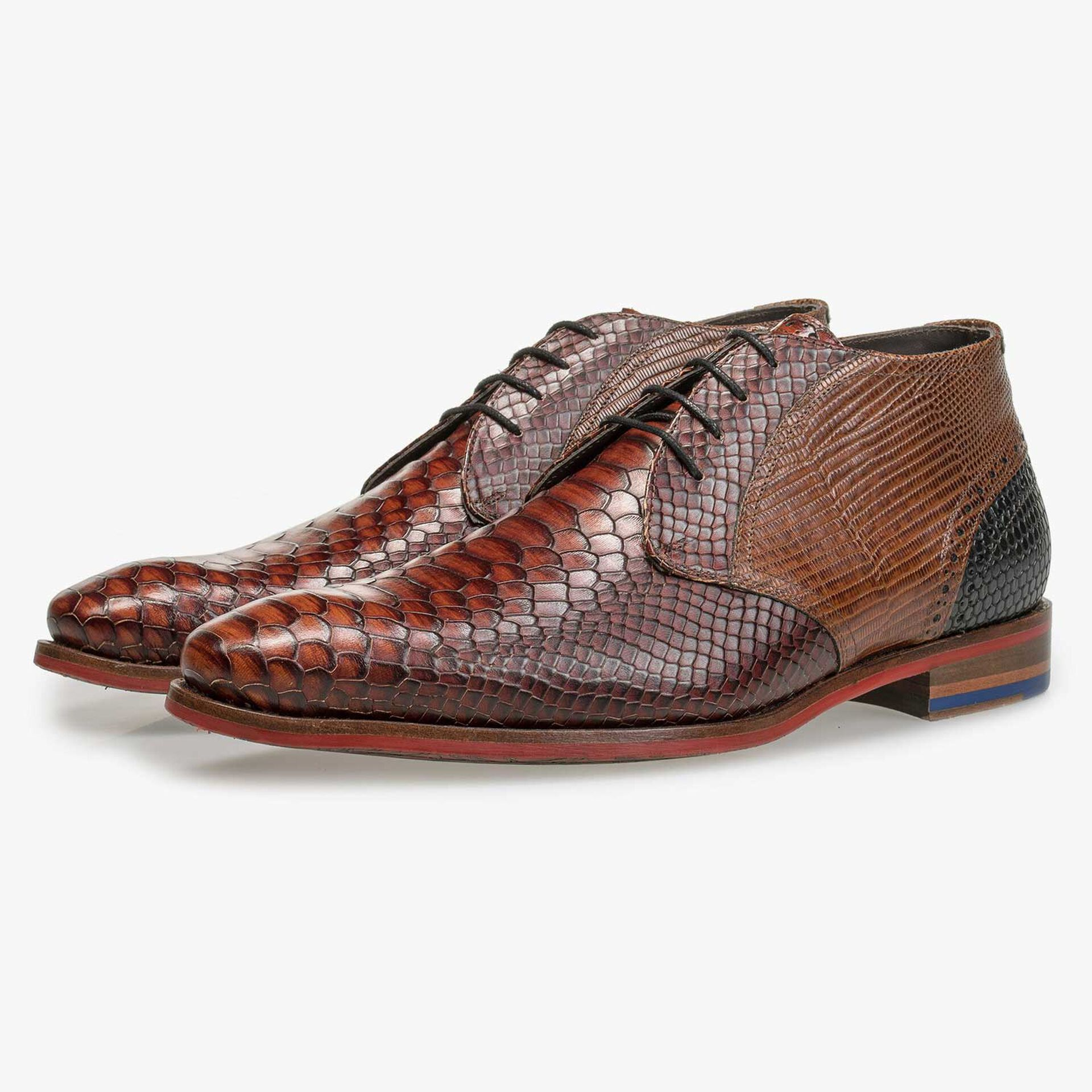 Mid-high cognac-coloured lace shoe with snake print