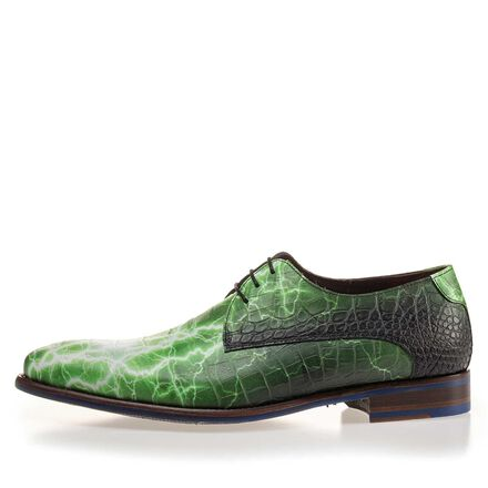 Premium leather lace shoe with a croco print