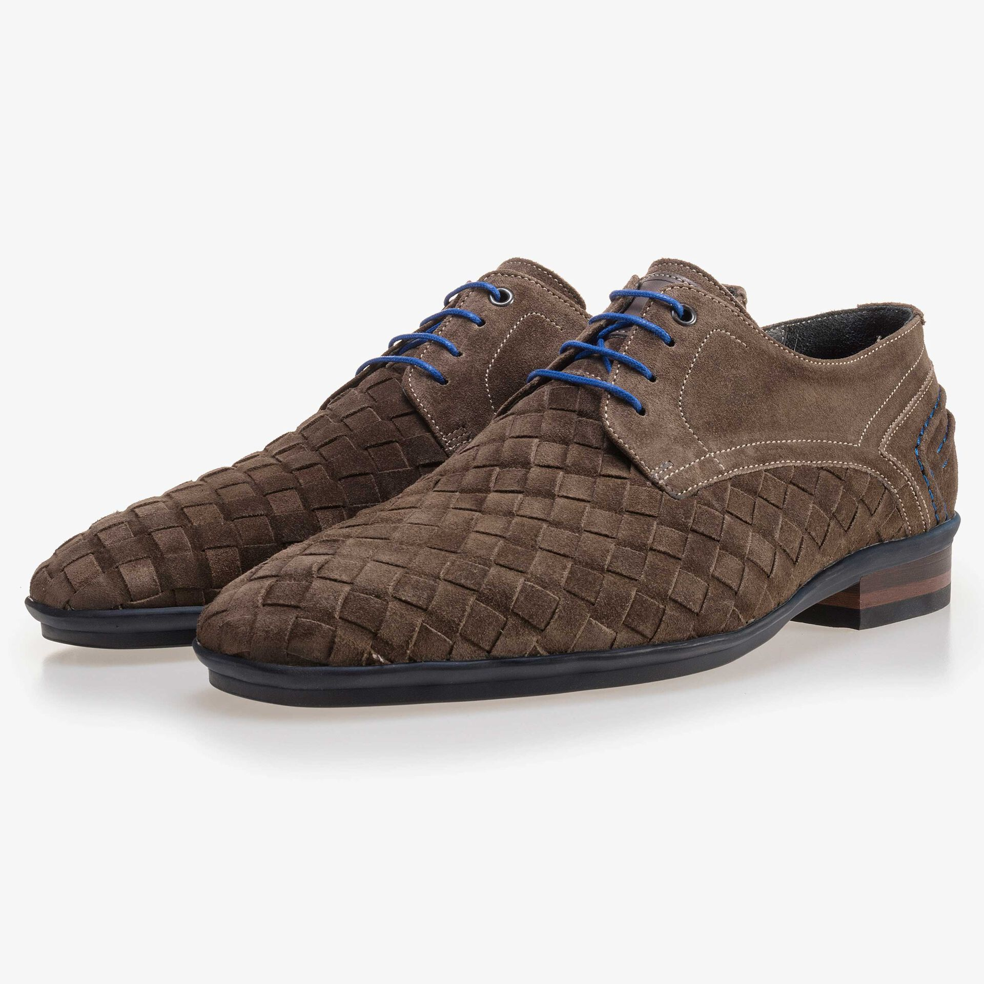 Lace shoe made of braided leather dark taupe