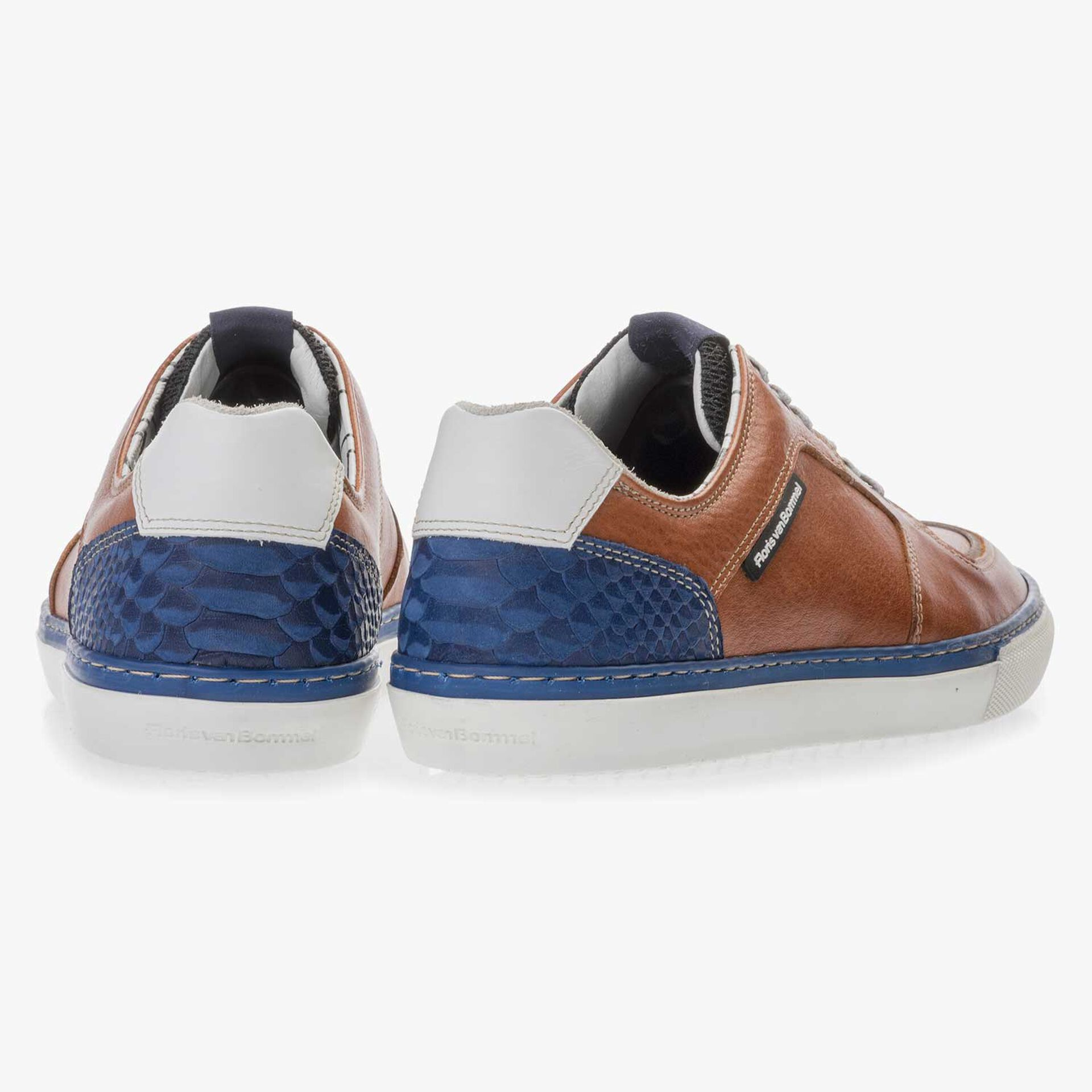 Cognac-coloured sneaker made of calf's leather