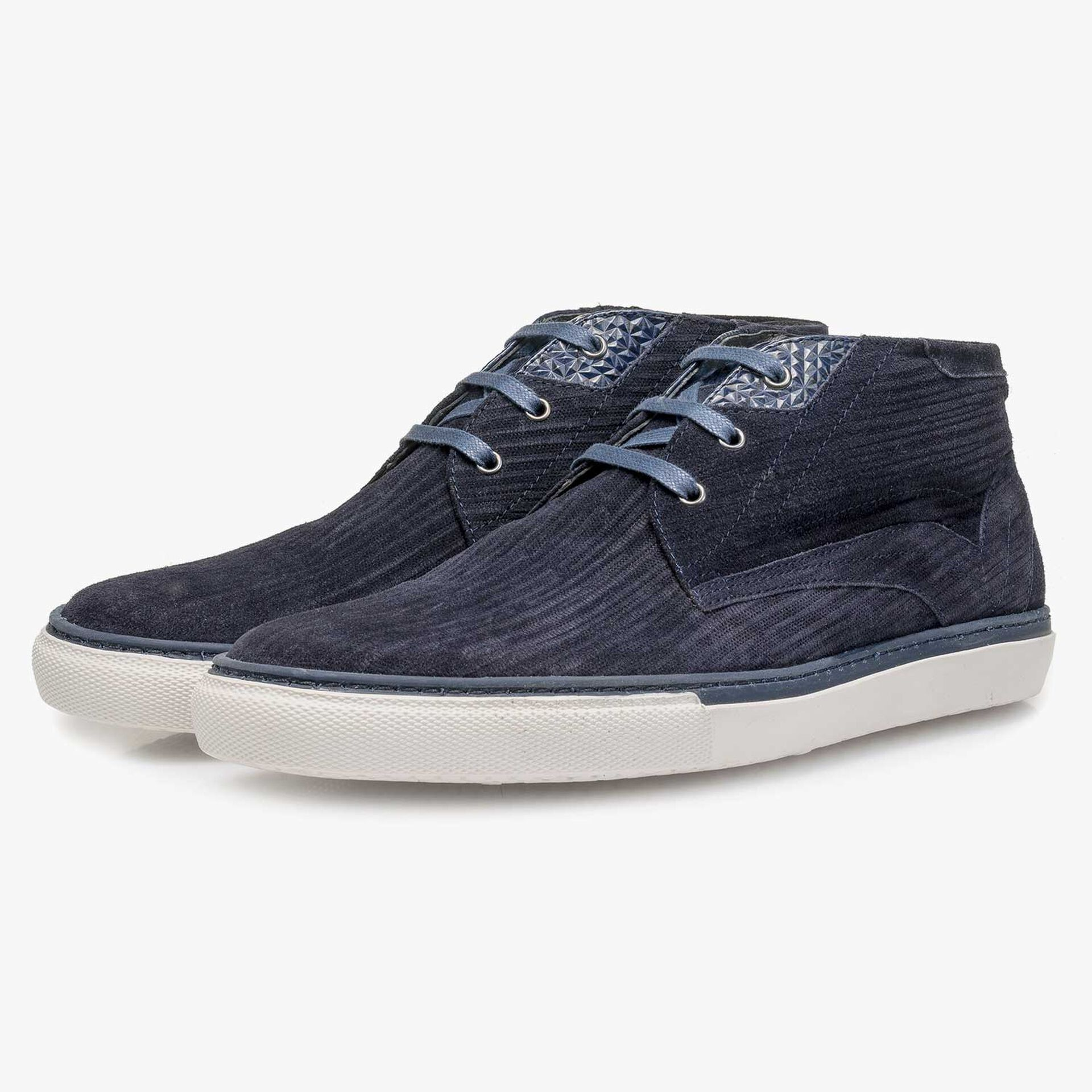 Blue calf leather lace shoe with striped pattern