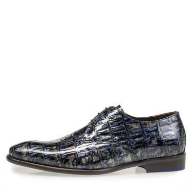Patent leather lace shoe with a croco print